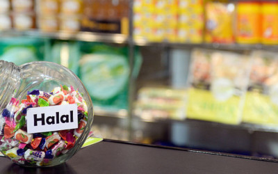 LA SFIDA DELL'HALAL: COME PREPARARSI AL MEGLIO AL MERCATO CHE COINVOLGE 1.8 MILIARDI DI CONSUMATORI